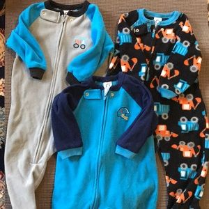 Lot of Gerber fleece PJs -18 months